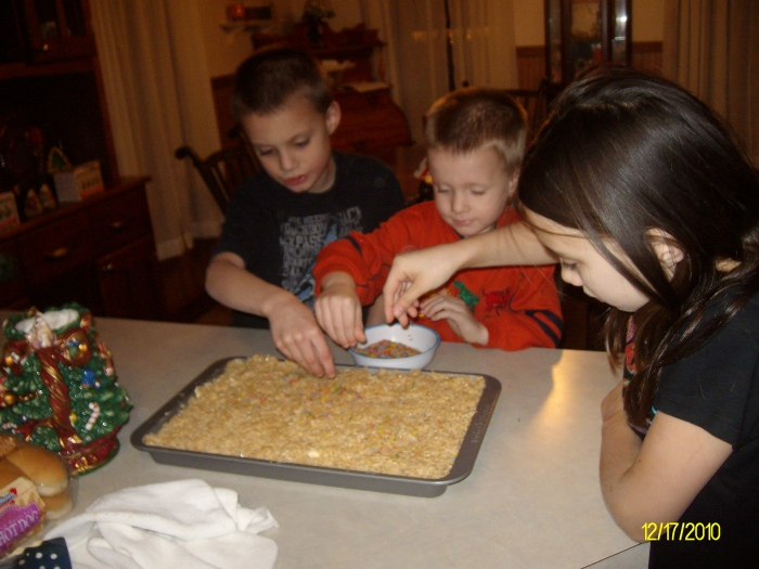kids making rice crispy treats...yummmm!!!!